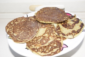 Pancakes de pátano y aguacate